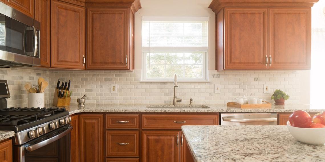 warm-wood-tone-transitional-kitchen